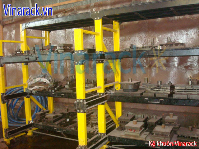Installation of mould rack for warehouse
